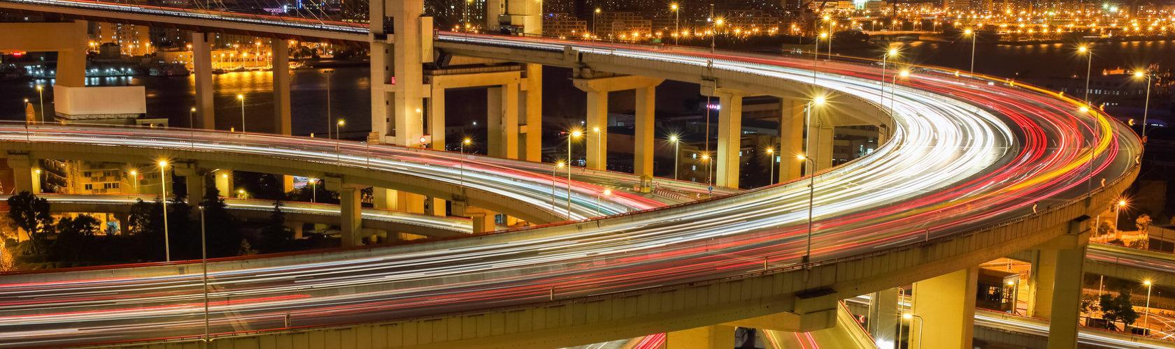 Autobahn als Symbol für schnelles Internet